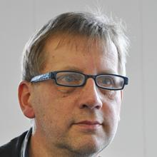 Thumbnail photo of Professor Sybren Drijfhout