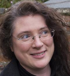 Dr Amanda Holton