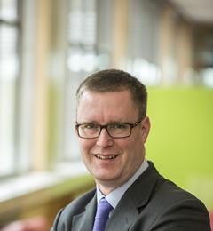 Dr Simon Crabb