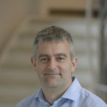 Thumbnail photo of Professor Andrew L Hector