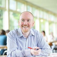 Thumbnail photo of Professor Simon Kemp