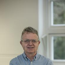 Thumbnail photo of Professor Peter Middleton
