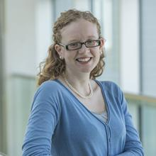 Photo of Dr Naomi Farrington